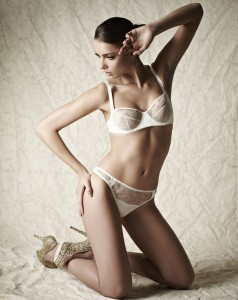 fleurofengland_snow_queen_lace_cup_balcony_bra_and_lace_brief