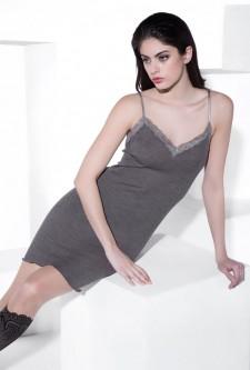 Unterkleider aus warmen Materialien sind nicht nur angenehm zu tragen, sie halten in der kalten Jahreszeit auch warm.